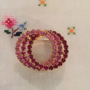 Vintage triple circle pin in pinks and red